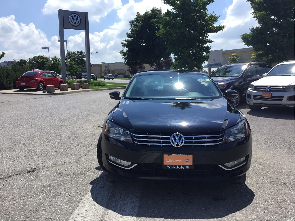 Certified Pre-Owned 2014 Volkswagen Passat Highline 2.0 TDI 6sp DSG at w/ Tip
