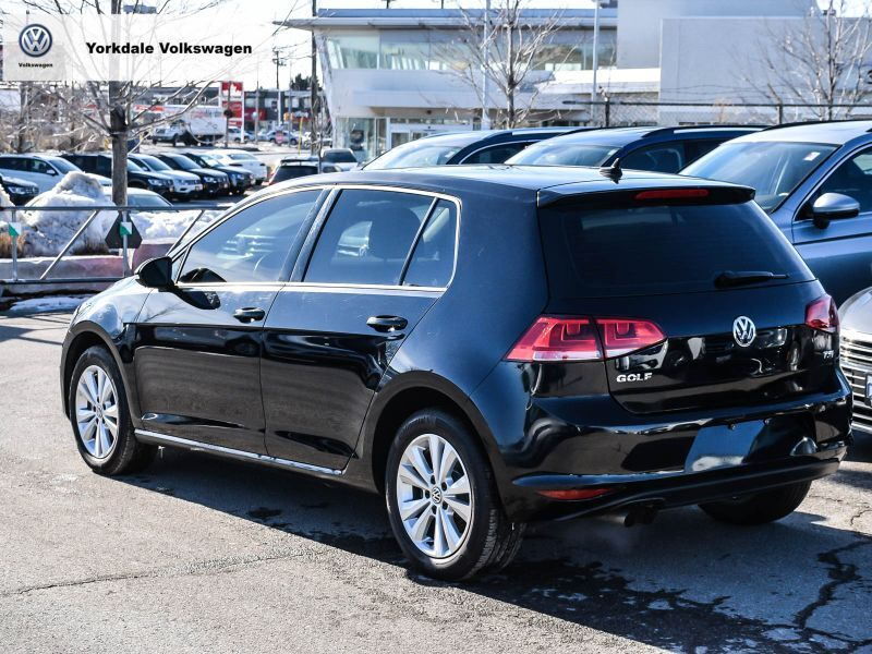 Certified Pre-Owned 2017 Volkswagen Golf 5-Dr 1.8T Comfortline 5sp