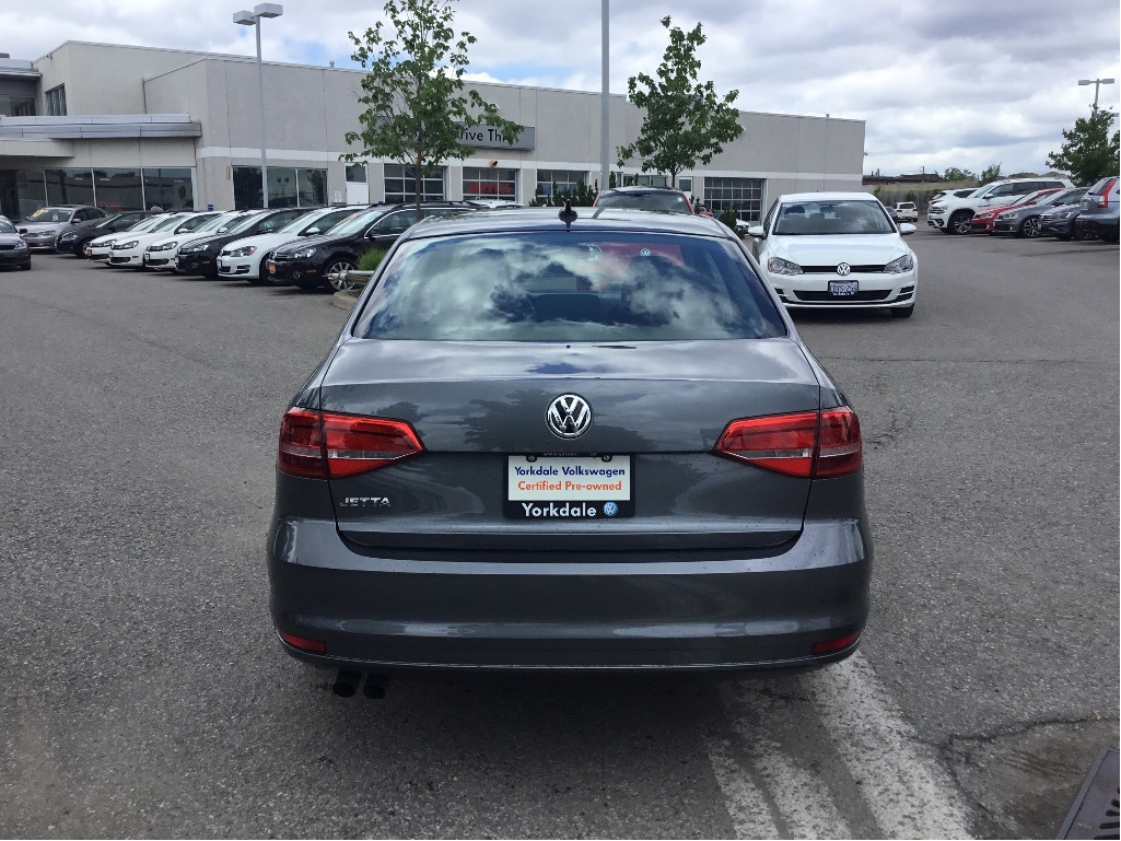 Certified Pre-Owned 2015 Volkswagen Jetta Trendline plus 2.0 5sp