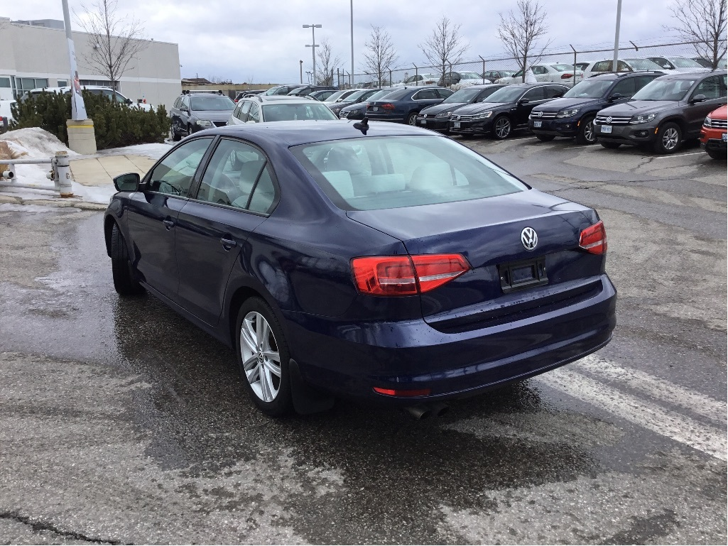 Certified Pre-Owned 2015 Volkswagen Jetta Highline 1.8T 5sp