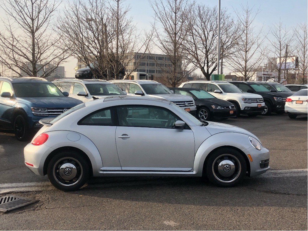 Certified Pre-Owned 2016 Volkswagen The Beetle Classic 1.8T 6sp at w/Tip