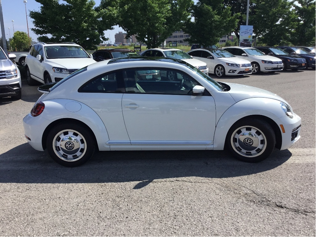 Certified Pre-Owned 2018 Volkswagen The Beetle Coast 2.0T 6sp at w/Tip
