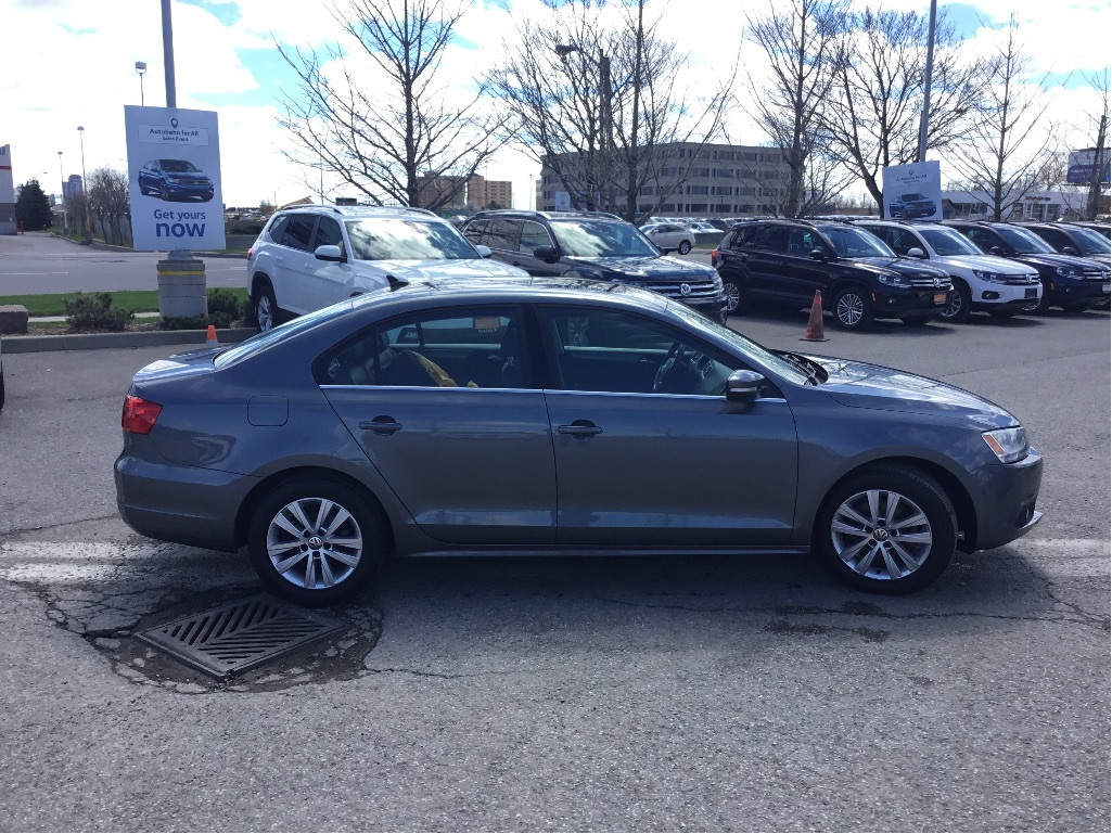 Certified Pre-Owned 2014 Volkswagen Jetta Highline 1.8T 6sp at w/Tip