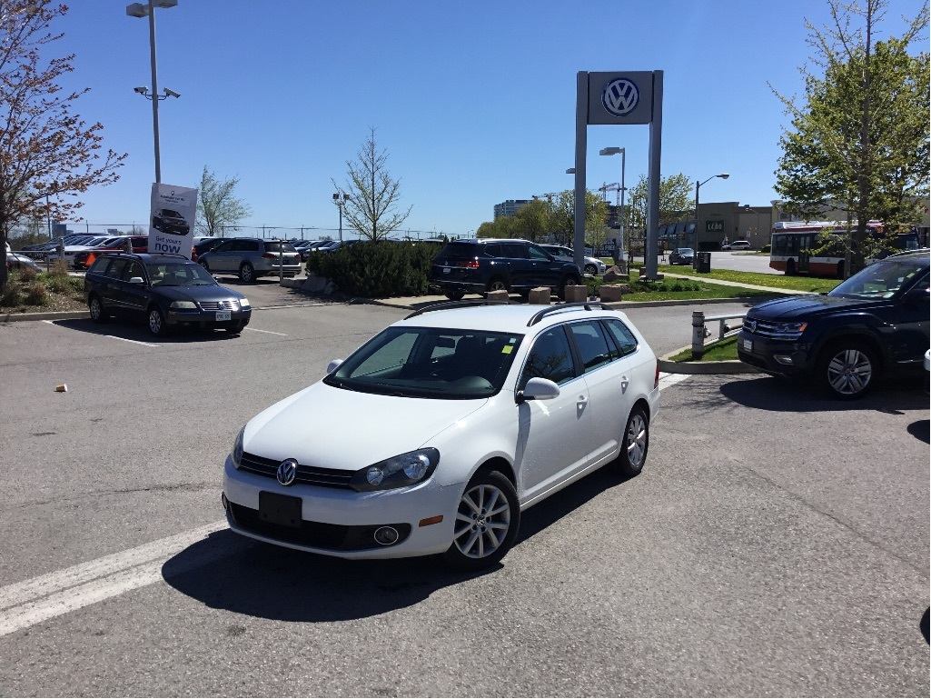 Certified Pre-Owned 2013 Volkswagen Golf Wagon 2.0 TDI Comfortline DSG at w/ Tip