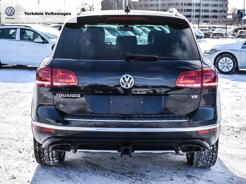 Certified Pre-Owned 2016 Volkswagen Touareg Highline 3.6L 8sp at w/Tip 4M