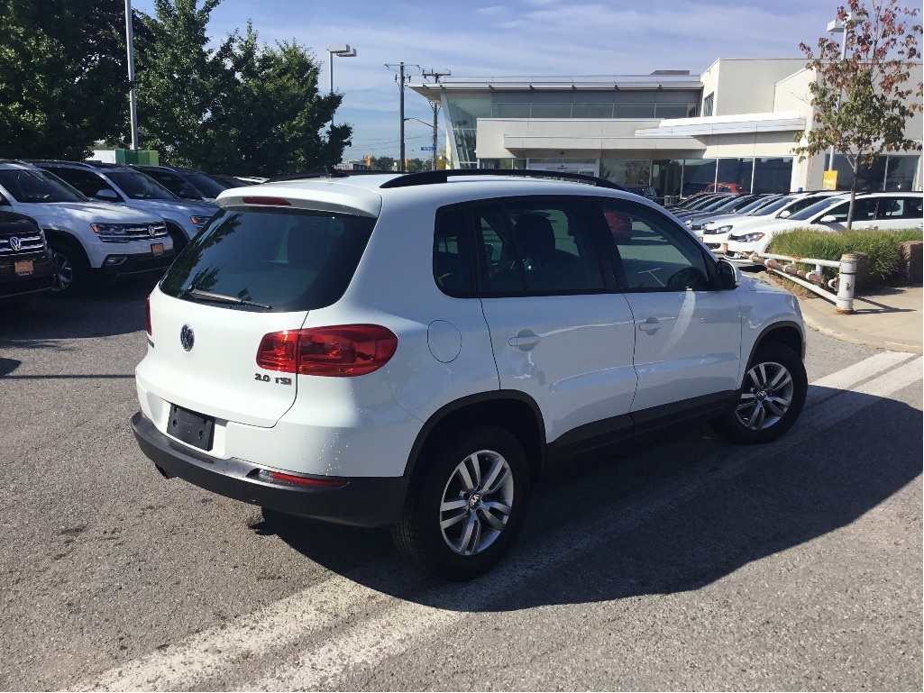 Certified Pre-Owned 2015 Volkswagen Tiguan Trendline 6sp at Tip