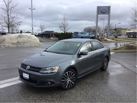 Certified Pre-Owned 2013 Volkswagen Jetta Highline 2.0 TDI 6sp